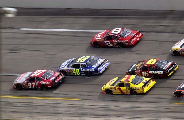 NASCAR Winston Cup Aaron's 499, Talladega Superspeedway, Talladega,Alabama, USA 6 April,2003Pack action in turn two.-F Peirce Williams/LAT Photographic 2003