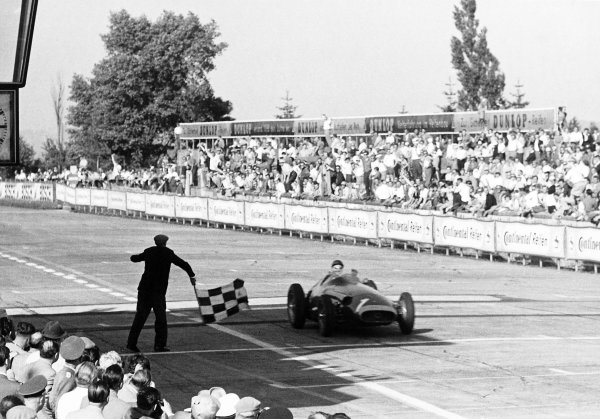 1957 German Grand Prix.Nurburgring, Germany. 4 August 1957.Juan Manuel Fangio (Maserati 250F), 1st position. Fangio takes the chequered flag after his greatest win.World Copyright: LAT PhotographicRef: Black & print