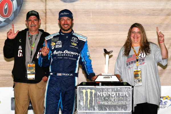 Monster Energy NASCAR Cup Series Go Bowling 400 Kansas Speedway, Kansas City, KS USA Sunday 14 May 2017 Martin Truex Jr, Furniture Row Racing, Auto-Owners Insurance Toyota Camry celebrates in victory lane  World Copyright: Russell LaBounty LAT Images ref: Digital Image 17KAN1rl_7946