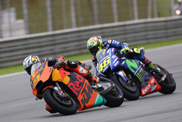 2017 MotoGP Championship - Round 17 Sepang, Malaysia. Sunday 29 October 2017 Pol Espargaro, Red Bull KTM Factory Racing, Valentino Rossi, Yamaha Factory Racing World Copyright: Gold and Goose / LAT Images ref: Digital Image 26451