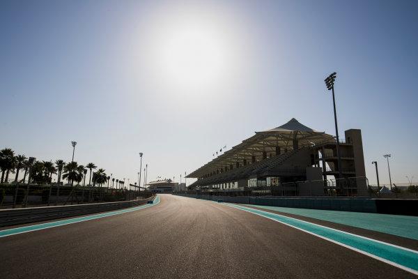 2017 FIA Formula 2 Round 11. Yas Marina Circuit, Abu Dhabi, United Arab Emirates. Thursday 23 November 2017. A view of the circuit. Photo: Zak Mauger/FIA Formula 2. ref: Digital Image _56I8249
