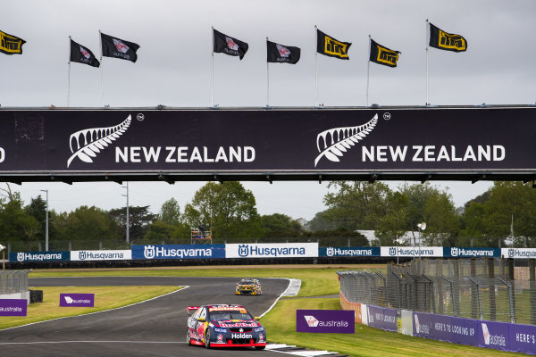 2017 Supercars Championship Round 14.  Auckland SuperSprint, Pukekohe Park Raceway, New Zealand. Friday 3rd November to Sunday 5th November 2017. Jamie Whincup, Triple Eight Race Engineering Holden.  World Copyright: Daniel Kalisz/LAT Images  Ref: Digital Image 031117_VASCR13_DKIMG_0262.jpg
