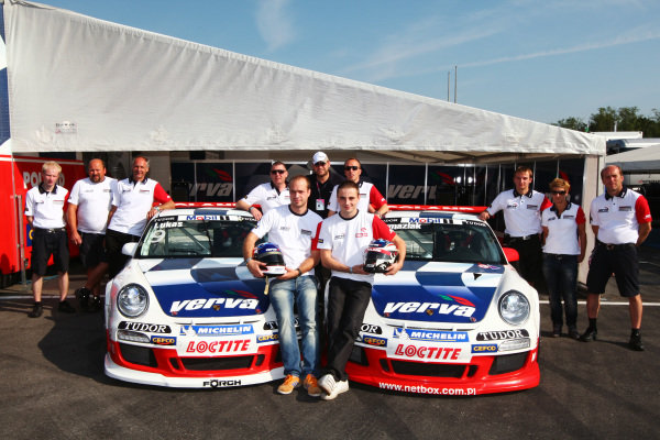 (L to R): Robert Lukas (POL) Verva Racing Team with team mate Kuba Giermaziak (POL) Verva Racing Team and the team.