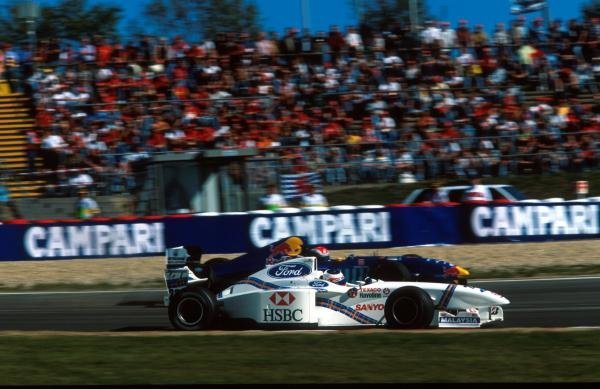 Johnny Herbert (GBR) Sauber Petronas C16 and Rubens Barrichello (BRA) Stewart Ford SF1, foreground Formula One World Championship, Luxembourg Grand Prix, Rd 15, Nurburgring, Germany, 28th September 1997