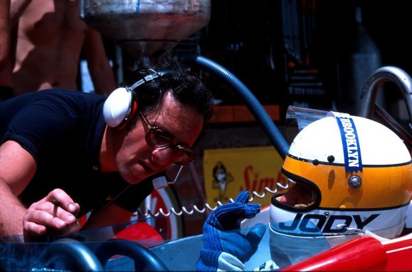 Mauro Foghieri (left) chats with Jody Scheckter1979