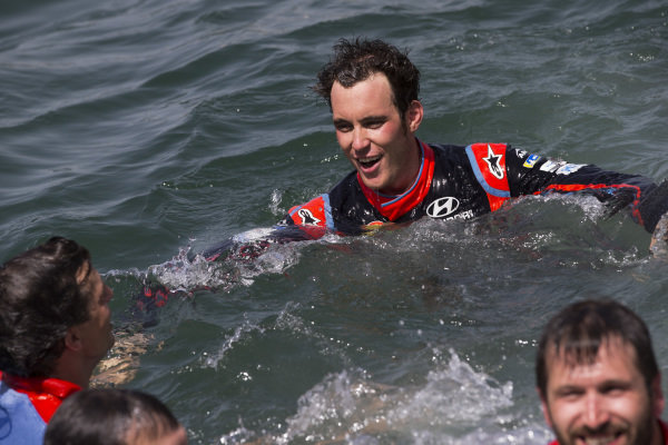 Thierry Neuville takes the traditional winner's dive into Alghero harbour