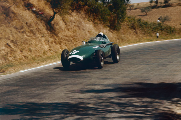 Pescara, Italy. 16th - 18th August 1957. Stirling Moss (Vanwall VW5) 1st position, action.World Copyright: LAT Photographic.Ref: 57 PES 03.