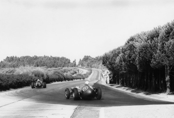 Monsanto, Lisbon, Portugal. 21st - 23rd August 1959.Roy Salvadori (Aston Martin DBR4/250), 6th position, chases Stirling Moss (Cooper T51-Climax) 1st position, action.World Copyright: LAT Photographic.Ref: Autocar Used Pic 28th August 1959 Pg 110.