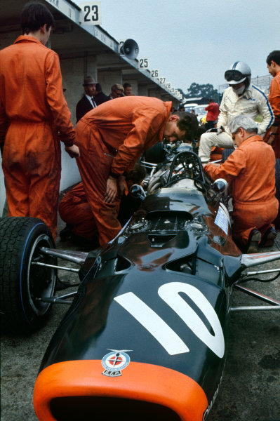 Nurburgring, Germany. 2nd - 4th August 1968. RD8.Pedro Rodriguez (BRM P126-BRM), 6th position, in the pits, action.World Copyright: LAT Photographic.Ref: 35mm Colour Transparency.
