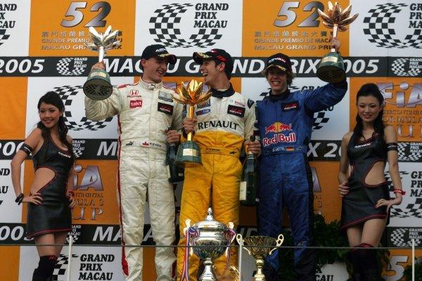 (L to R): 2nd place Robert Kubica (POL) Carlin Motorsport, 1st place Lucas di Grassi (BRA) Manor Motorsport and 3rd place Sebastian Vettel (GER) ASM F3.  52nd Macau Grand Prix, Race Day, Guia Circuit, Macau, China, 17-20 November 2005. DIGITAL IMAGE