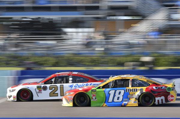 #21: Paul Menard, Wood Brothers Racing, Ford Mustang Motorcraft / Quick Lane Tire & Auto Center, #18: Kyle Busch, Joe Gibbs Racing, Toyota Camry M&M's
