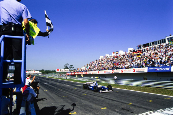 David Coulthard, Williams FW17 Renault, crosses the finish line and takes the chequered flag.