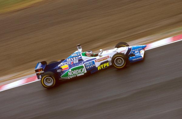 Suzuka, Japan.11-13 October 1996.Gerhard Berger (Benetton B196 Renault) 4th position.Ref-96 JAP 20.World Copyright - LAT Photographic
