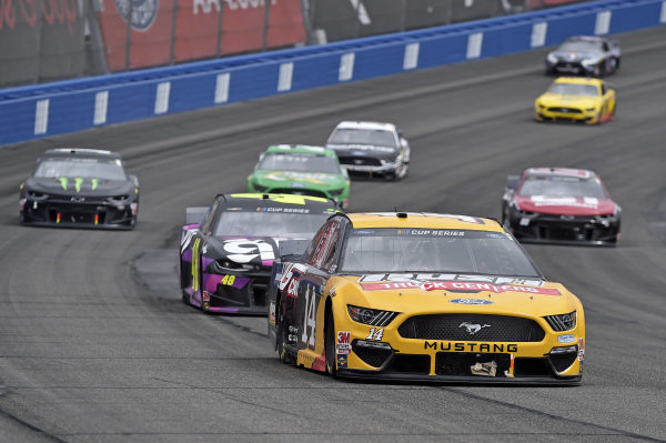 #14: Clint Bowyer, Stewart-Haas Racing, Ford Mustang Rush / HAAS CNC, #48: Jimmie Johnson, Hendrick Motorsports, Chevrolet Camaro Ally