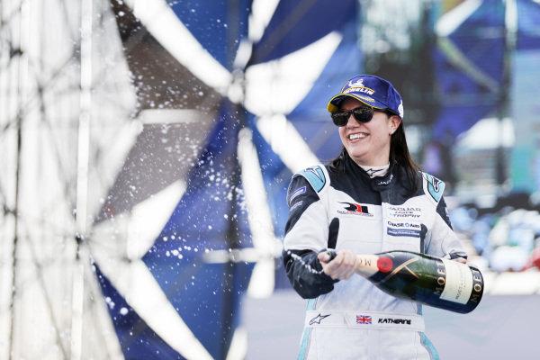 Race winner Katherine Legge (GBR), Rahal Letterman Lanigan Racing celebrates on the podium
