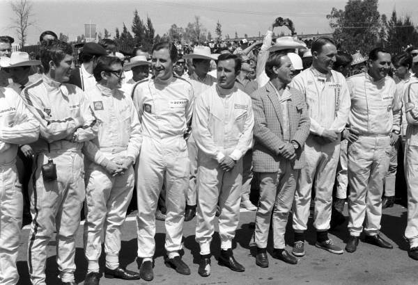 Drivers Briefing: L to R : Jochen Rindt(AUT), Jackie Stewart(GBR), Graham Hill(GBR), ??, Innes Ireland(GBR), Dan GUrney(USA) and Jack Brabham (AUS) Mexican GP, Mexico City, 23 October 1966