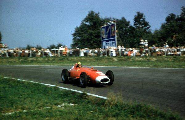 1957 Italian Grand Prix.Monza, Italy.6-8 September 1957.Luigi Musso (Lancia-Ferrari D50 801) 8th position.Ref-57 ITA 30.World Copyright - LAT Photographic