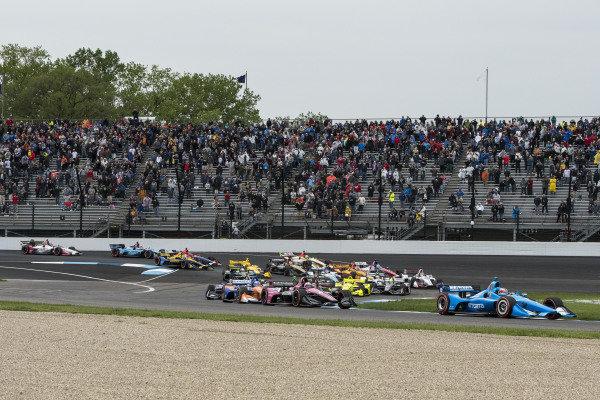 Felix Rosenqvist, Chip Ganassi Racing Honda, leads the race start