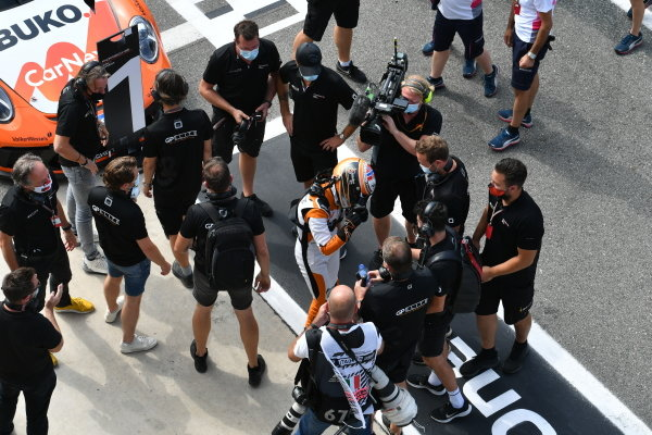 Larry ten Voorde (NED, Team GP Elite), 1st position, celebrates with his team mates in Parc Ferme