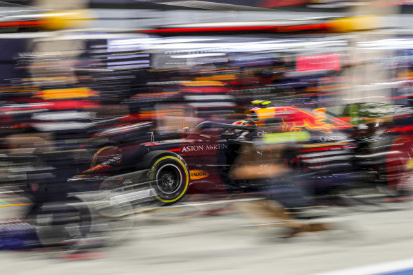 Alexander Albon, Red Bull Racing RB16, in the pits