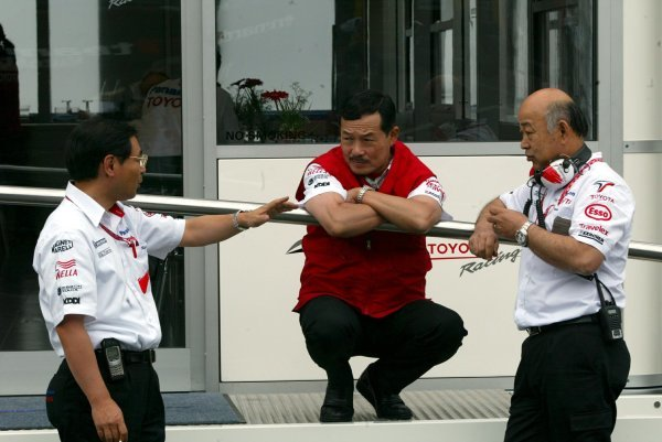 (L to R): Keizo Takahashi (JPN) Toyota General Manager Car Design and Development chats with Eigi Nagano (JPN)  Toyota General Manager Motorsport Business Management Dept TMC; Toshiro Kurusu (JPN) Executive Vice-President Toyota Motorsport.