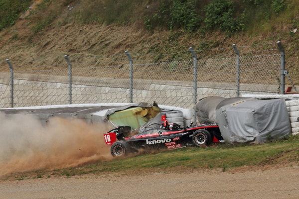 Sportsland Sugo, Japan. 28th - 29th September 2013. Rd 5. Joao Paulo Lima de Oliveira ( #19 Lenovo TEAM IMPUL ) Crash World Copyright: Yasushi Ishihara/LAT Photographic. Ref: 2013SF_Rd6_021