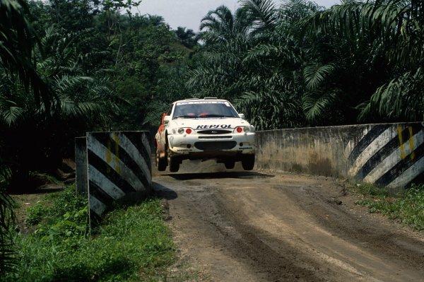 1997 World Rally Championship.Indonesian Rally, Indonesia. 19-21 September 1997.Carlos Sainz/Luis Moya (Ford Escort WRC), 1st position.World Copyright: LAT PhotographicRef: 35mm transparency 97RALLY08