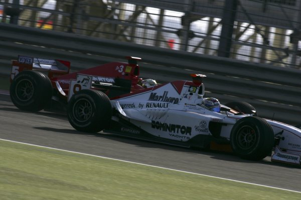 2005 GP2 Series - BahrainSakhir, Bahrain28th-30th September 2005Friday Race 2Nico Rosberg (D, ART Grand Prix) overtakes Ernesto Viso (YV, BCN Competicion). going into turn 1 to take the lead. Action. Copyright: GP2 Series Media Service ref: Digital Image Only