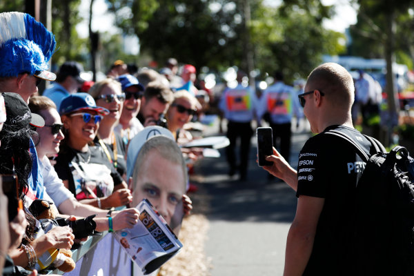 Albert Park, Melbourne, Australia. Wednesday 22 March 2017. Valtteri Bottas, Mercedes F1 W08 EQ Power+, meets fans. World Copyright: Sam Bloxham/LAT Images ref: Digital Image _J6I0309
