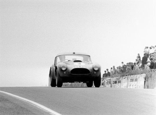 1963 Le Mans 24 Hours.Le Mans, France. 15th - 16th June 1963.Peter Bolton/Ninian Sanderson (A.C Cobra), 7th position.World Copyright:LAT PhotographicRef:L63/178/31