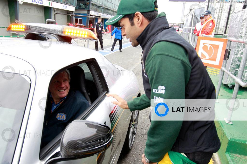 Albert Park, Melbourne, Australia25th March 2011.Karun Chandhok, Lotus T128 Renault, talks with Charlie Whiting, Race Director, FIA. Portrait. World Copyright: Charles Coates/LAT Photographicref: Digital Image _X5J7745