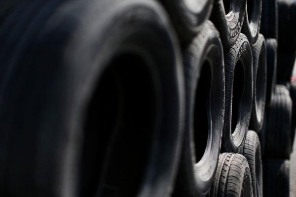 2014/2015 FIA Formula E Championship. Long Beach ePrix, Long Beach, California, United States of America. Friday 3 April 2015 Tyre barrier. Photo: Zak Mauger/LAT/Formula E ref: Digital Image _L0U5925
