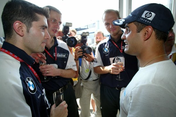 Race winner Juan Pablo Montoya (COL) Williams celebrates victory with Williams team members.