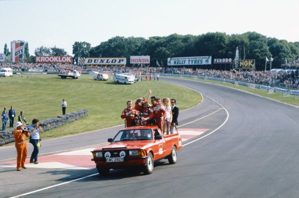 1982 British Grand Prix.Brands Hatch, Great Britain. 18 July 1982.Niki Lauda, McLaren MP4/1B-Ford, 1st position with Didier Pironi and Tambay, Ferrari 126C2, 2nd and 3rd positions, wave to the crowd on a victory parade lap, action.World Copyright: LAT PhotographicRef: 35mm transparency 82GB51