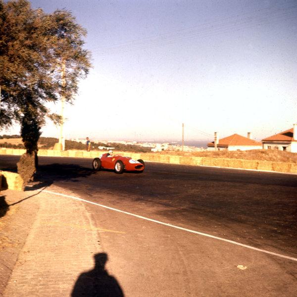 1959 Portuguese Grand Prix.Monsanto, Lisbon, Portugal.21-23 August 1959.Phil Hill (Ferrari Dino 246).Ref-3/0107.World Copyright - LAT Photographic