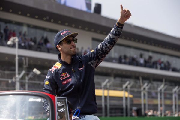 Daniel Ricciardo (AUS) Red Bull Racing on the drivers parade on the drivers parade at Formula One World Championship, Rd19, Mexican Grand Prix, Race, Circuit Hermanos Rodriguez, Mexico City, Mexico, Sunday 30 October 2016.