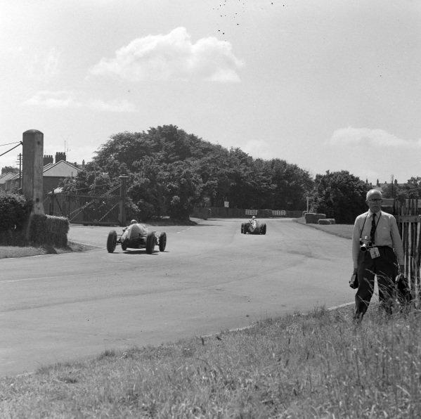 Fritz d'Orey, Maserati 250F, leads Jack Brabham, Cooper T51 Climax.