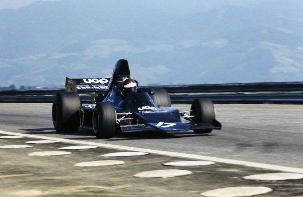 Jackie Oliver, Shadow DN1 Ford.
