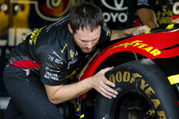 #78: Martin Truex Jr., Furniture Row Racing, Toyota Camry 5-hour ENERGY/Bass Pro Shops crew member