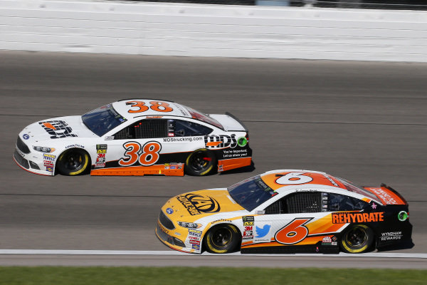 #6: Trevor Bayne, Roush Fenway Racing, Ford Fusion AdvoCare Rehydrate and #38: David Ragan, Front Row Motorsports, Ford Fusion MDS Transport