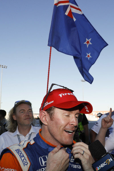 Champion Scott Dixon, Chip Ganassi Racing Honda, with flagman Albert Cook