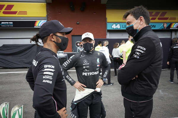 Lewis Hamilton, Mercedes-AMG Petronas F1 and Valtteri Bottas, Mercedes-AMG Petronas F1 speak with Toto Wolff, Executive Director (Business), Mercedes AMG