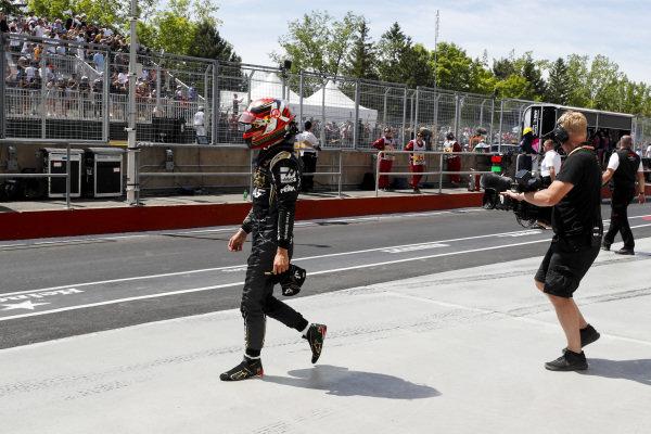 Kevin Magnussen, Haas F1 walks back after crashing
