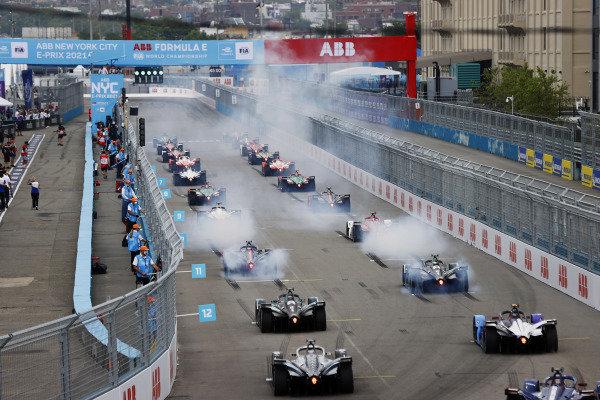 Sam Bird (GBR), Jaguar Racing, Jaguar I-TYPE 5, and Mitch Evans (NZL), Jaguar Racing, Jaguar I-TYPE 5, lead the field away at the start
