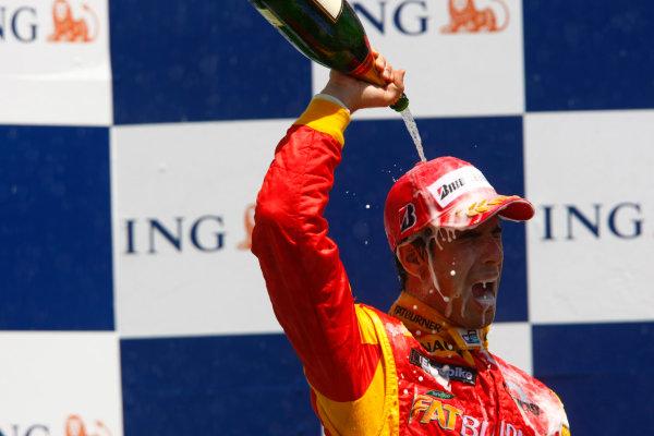 Sunday Race. 7th June 2009. Lucas Di Grassi (BRA, Fat Burner Racing Engineering) celebrates his victory on the podium. World Copyright: Charles Coates/ GP2 Series Media Service.Ref: _26Y5700 jpg