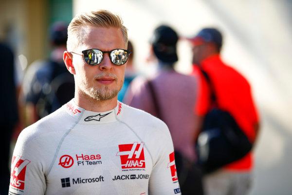 Yas Marina Circuit, Abu Dhabi, United Arab Emirates. Sunday 26 November 2017. Kevin Magnussen, Haas F1.  World Copyright: Andy Hone/LAT Images  ref: Digital Image _ONY3327