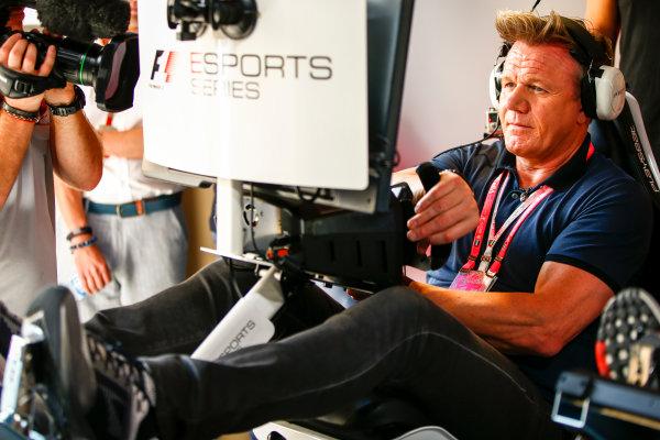 Yas Marina Circuit, Abu Dhabi, United Arab Emirates. Sunday 26 November 2017. Gordon Ramsay tries the E-Sports simulators. World Copyright: Andy Hone/LAT Images  ref: Digital Image _ONY3250