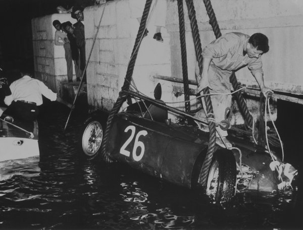 Monte Carlo, Monaco. 22 May 1955.Alberto Ascari (Lancia D50), retired, crashes into the harbour, accident, action.World Copyright: LAT PhotographicRef: B/W Print.