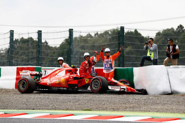 Suzuka Circuit, Japan. Saturday 07 October 2017. Kimi Raikkonen, Ferrari SF70H, climbs from his car after crashing. World Copyright: Steven Tee/LAT Images  ref: Digital Image _O3I7171