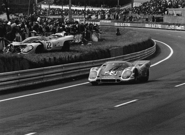 1970 Le Mans 24 hours. Le Mans, France. 13th - 14th June 1970. Hans Herrmann / Richard Attwood (Porsche 917K), 1st position, action. World Copyright: LAT Photographic. Ref: 3143-31.